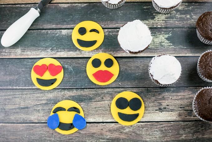fun emoji cupcakes