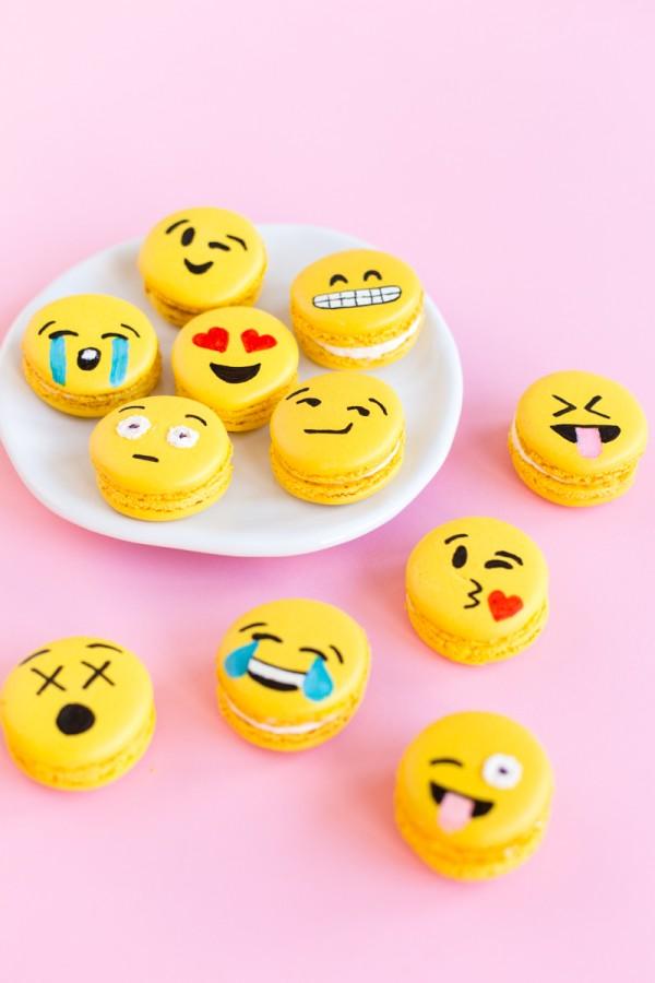 easy emoji macarons